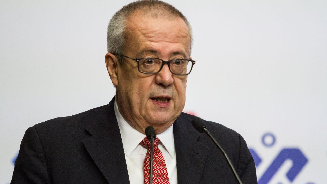 Pide Urzúa no 'hacer tormenta' por calificadoras